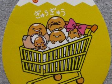 GUDETAMA - Gudetama, un personaje de dibujos animados japonés, huevo perezoso con familia. Un primer plano de