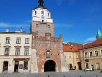 Cracow Gate - Interesting places in Lublin - Krakowska Gate. A large brick building with a clock tower.