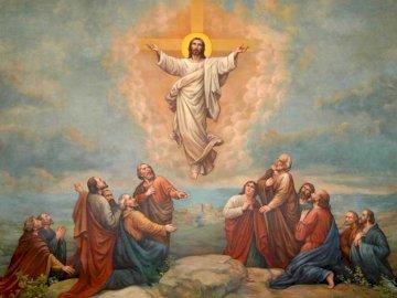 Wniebowstąpienie - Obraz Pana Jezusa wstępującego do nieba. Grupa ludzi stojąca obok obrazu.