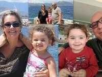 maria paola ,eduardo,sabina - recomposer le puzzle famille Leonardo. Un groupe de personnes posant pour la caméra.