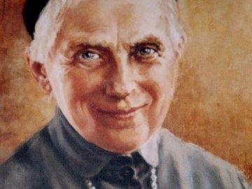 Santa Úrsula 2 - Santa Urszula Ledóchowska (1865-1939). Un hombre vestido con traje y corbata.