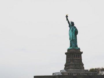 Poszedłem ją zobaczyć - Statua Wolności. Curitiba, PR. Posąg osoby.