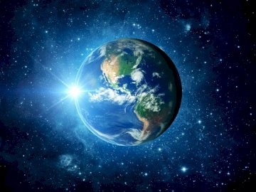 Cosmic Earth - What does Earth look like in space? Arrange the puzzles :).