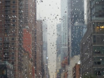 RAIN IN NY - RAIN DAY AFTER A GLASS.