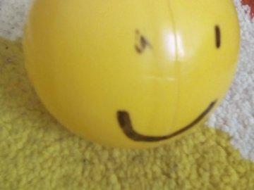 Emotikon 3D - Emotikon w 3D z mazaka ☺. Zamknięty jajko.