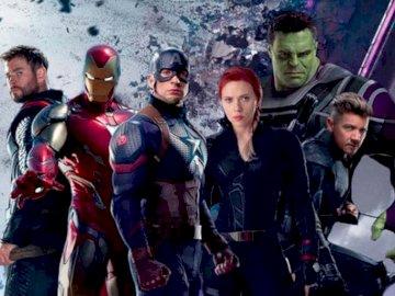 Avengers - Rompecabezas de los vengadores. Scarlett Johansson, Jeremy Renner con disfraces.