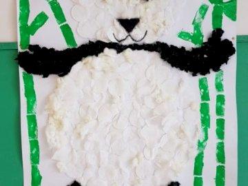 Secțiunea Panda - Recompuneti puzzle-ul nostru pentru animale. Un tort făcut pentru a arăta ca un tren.