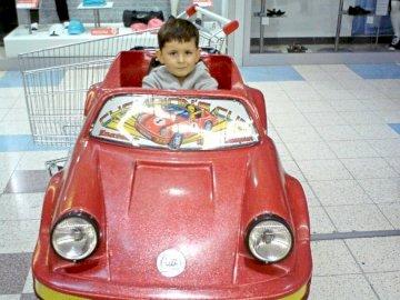 Karolek2007 - Karolek in zijn favoriete speelgoedauto.