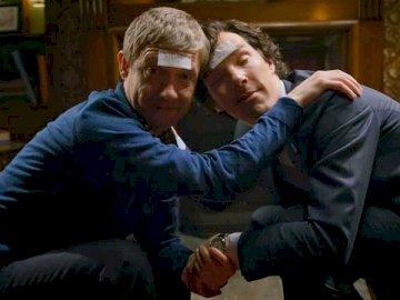 ubriachezza - Sherlock, BBC, signore Artur Coan Dou. Un uomo seduto in una stanza.