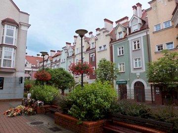 Улица в Острода - Улица в Острода .............. Голяма тухлена сграда.