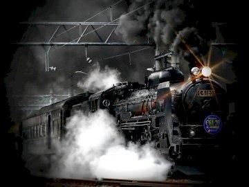 steam train - Mroczny pociąg pasażerski udający się do piekieł ;). Silnik parowy na torze kolejowym, z które