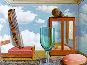 Wartości osobiste - Baw się komponując obraz Magritte'a!. Kieliszek wina siedzi na stole.
