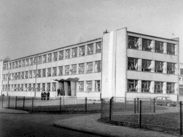 SP1 Zabrze - Primary School No. 1 in Zabrze ul. Sportowa 1. Building before renovation. A black and white photo o