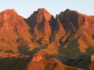 Thaba Ntsu / Devils Knuckles - Brown mountains under white sky at daytie. South Africa. A canyon with a mountain in the background.