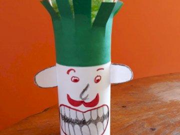 Dbaj o zęby - Jak dbać o zęby? Ułóż puzzle. Wazon pełen kwiatów siedzi na stole.
