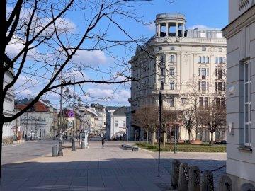 Варшава - Хотел Бристол в Краковски Пшедмиесце. Статуя пред сгра