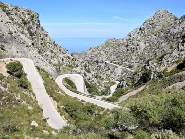 Straße nach Sa Calobra Mallorca - Straße nach Sa Calobra Mallorca. Ein felsiger Berg.