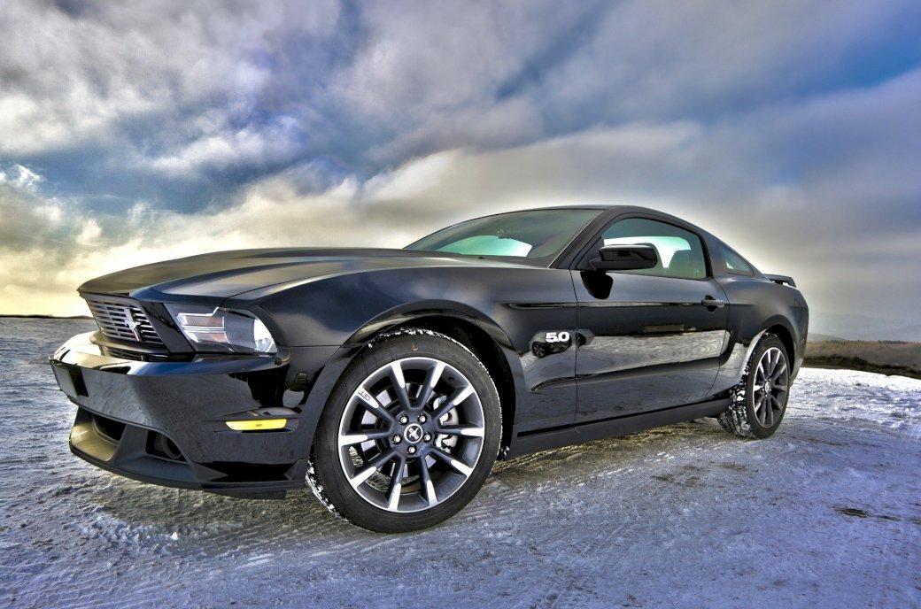 Racing Ford - Tohle je můj stohovací závodník. Auto zaparkované na parkovišti (5×5)