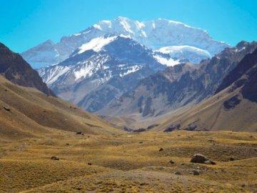 América del Sur - Es un rompecabezas que representa el paisaje natural de América del Sur. Una gran montaña en el fo