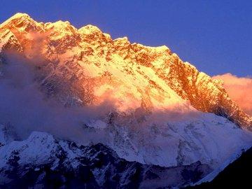 Ver - Ver................ Una vista de una montaña nevada.
