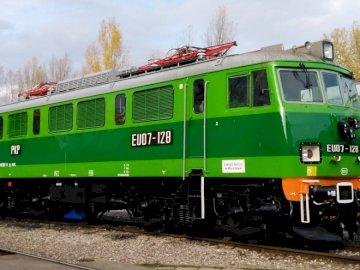 EU-07 HEHE - ŁATWA UKŁADANKA WIĘC NIE BÓJ SIĘ. Zielony pociąg, który siedzi na torze.