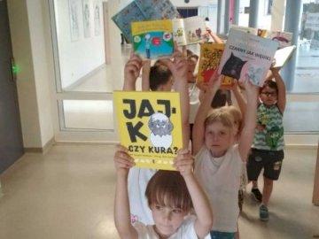 voisins - La classe ou les voisins font la promotion du livre.