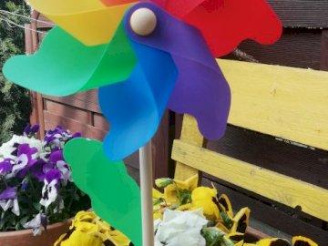 Wiatrak z mojego ogródka:) - Wiatrak logopedyczny - ułóż puzzle, następnie weź wdech nosem  i powoli dmuchaj:). Grupa purpur