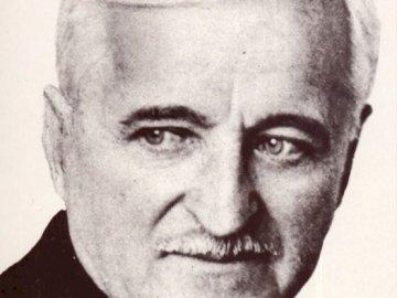 Władysław Gębik - Silhouette del patrono Władysław Gębik. Una foto in bianco e nero di un uomo che indossa giacca e