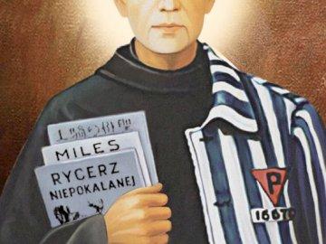 Maksymilian Maria Kolbe - Maksymilian Maria Kolbe. Maximilian Kolbe portant une chemise noire.