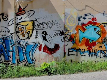 La policía es buena - Arte de la pared de graffiti multicolor. Los países bajos. Una pared cubierta de graffiti.