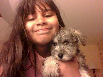Linda star - Linda star tiktoker mexicana. Una mujer con un perro posando para la cámara.