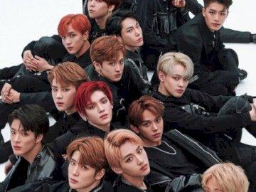NCT 2018 - ...................... Un groupe de personnes posant pour une photo.