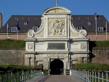 DelphineVAH - Citadel Lille Porte Royale. A large stone building.