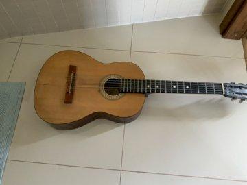 Guitarra acustica - Guitarra acustica. ??. A cerca de una guitarra.