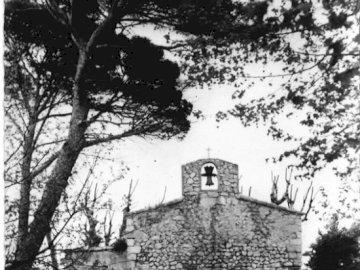 Παρεκκλήσι Sainte-Cécile - Συνδυάζοντας το παζλ. Ένα δέντρο μπροστά από ένα κτήρι�