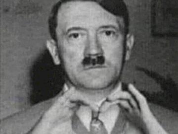 Adi Hajtler - Questo è il signor Adi Hajtler. Una foto in bianco e nero di Adolf Hitler.