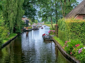 Giethoorn - water, trees, flowers, old house