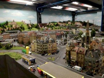 Świat w miniaturze - Muzeum kolejek w Hamburgu. Największa makieta modelarstwa kolejowego na świecie. Sklep pełen duż