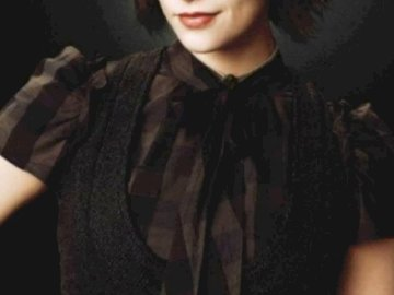 Alice Cullen - Distrează-te! Bella ta. Alice Cullen pozând pentru o poză.