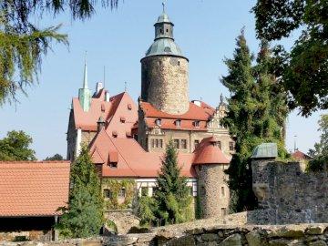 castello nei Sudeti - castello monumentale nei Monti Sudeti