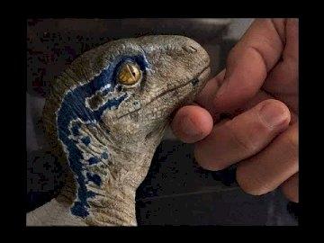 """Mic albastru - În 2015, la 22 de ani de la evenimentele arătate în """"Parcul Jurassic"""" din insula Isla Nublar,"""