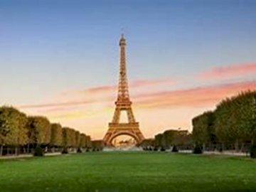 Symbol Paryża wieża Eiffla. - Wieża Eiffla to symbol Paryża. Układając puzzle przenieśmy się do Francji.