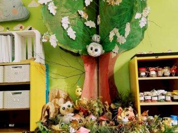 Nasze Słodziakowe drzewo - Najmłodsi, oto nasze czytelnicze drzewo. Pierwszoklasiści wasze grzybki były cudowne.