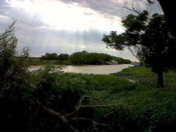 ARROYO YAGUARON - Arroyo Yaguaron , un arroyo caracteristico de San Nicolas de los arroyos , provincia de Buenos Aires