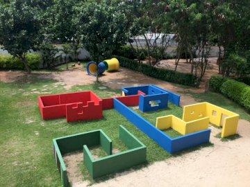 PÁTIO LABIRINTO - Brincar ao ar livre é sempre muito bom!