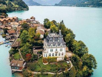 Iseltwald Castle - Iseltwald Castle on Lake Breinz