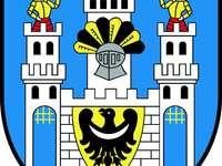 Herb Szprotawy - Wzór szprotawskiego herbu pochodzi z XIV- wiecznej pieczęci miasta. Jako herb funkcjonuje od 11 li