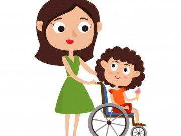 Un niño en un cochecito y mamá - Un niño en silla de ruedas, un niño con madre
