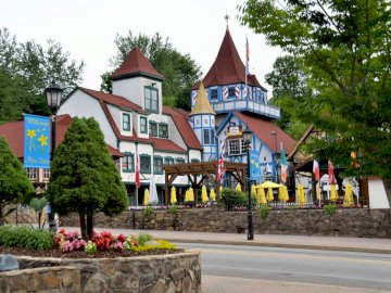 Helen Georgia - colorful buildings -------