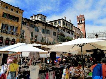 In Verona - Verona. Piazza delle Erbe. Ziół Square